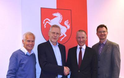 v. l.: stellv. FDP-FW-Fraktionsvorsitzender Gerhard Stauff, Joachim Hasselmann, FDP-FW-Fraktionsvorsitzender Stephen Paul, stellv. FDP-FW-Fraktionsvorsitzender Dr. Thomas Reinbold