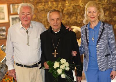 Abtprimas Dr. Notker Wolf OSB mit dem Ehepaar Schröder.