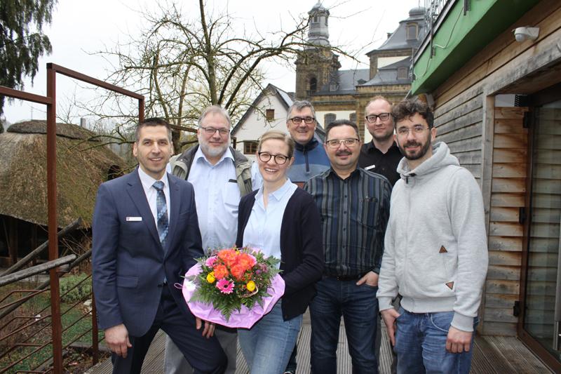 Gruppenfoto mit neuer Ärztin in Büren