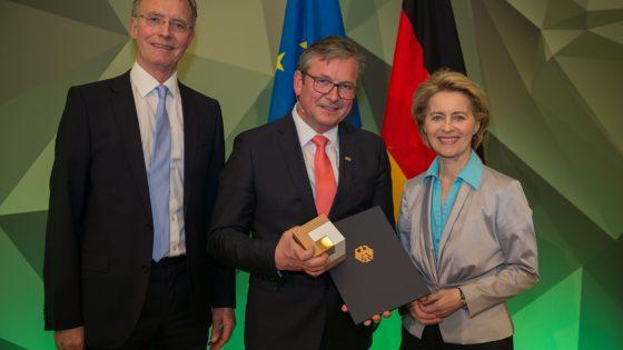 """Stadt Paderborn erhält den Preis """"Bundeswehr und Gesellschaft"""""""