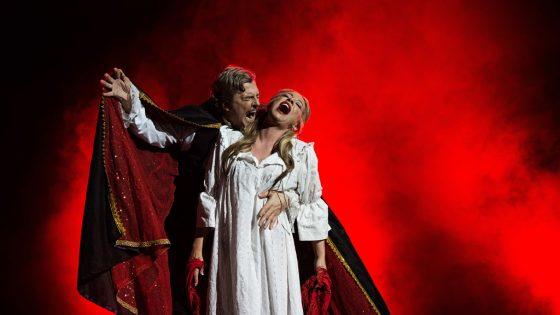 Vampier beisst Frau