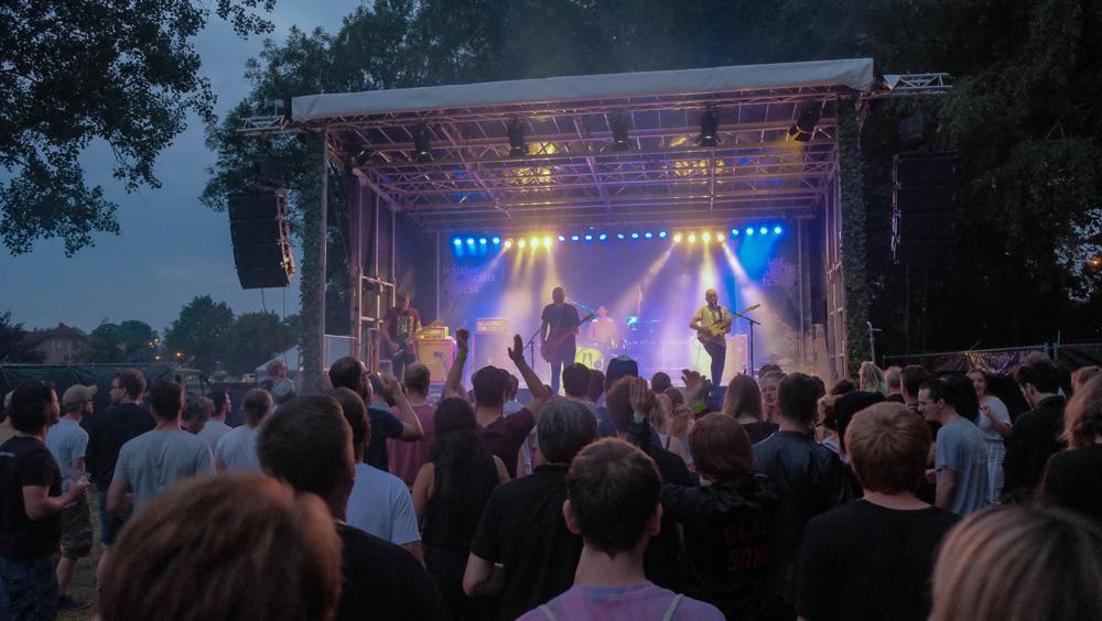 Alternative Musik im Sommer am See