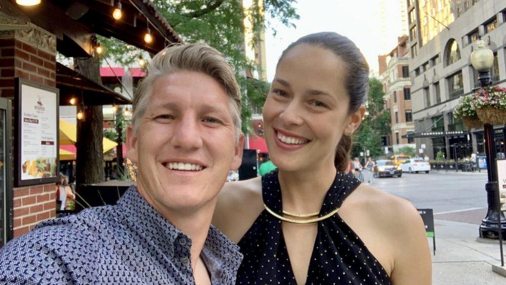 Selfy Bastian und Ana in der Stadt