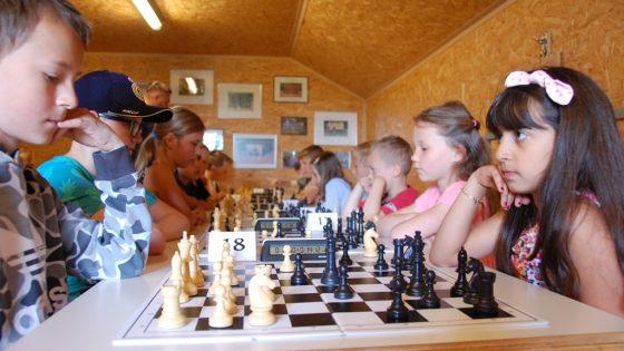 Kinder beim Schach