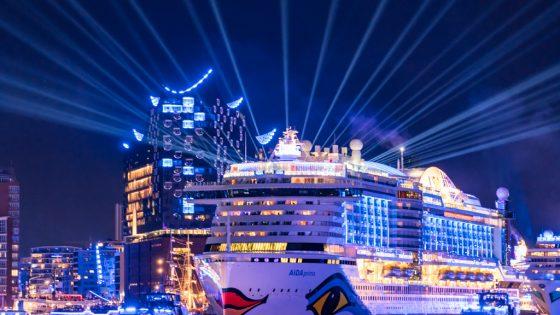 Schiff im Hafen.