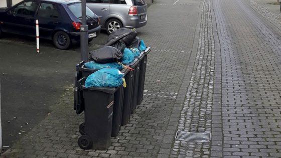 überfüllte Mülltonnen