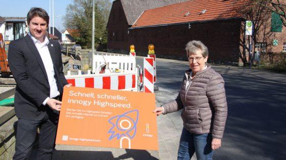 Bürgermeister Dr. Remco van der Velden und Ortsvorsteherin Susanne Schulte Döinghaus