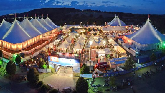 Zeltfestival Ruhr bei Nacht / von oben.