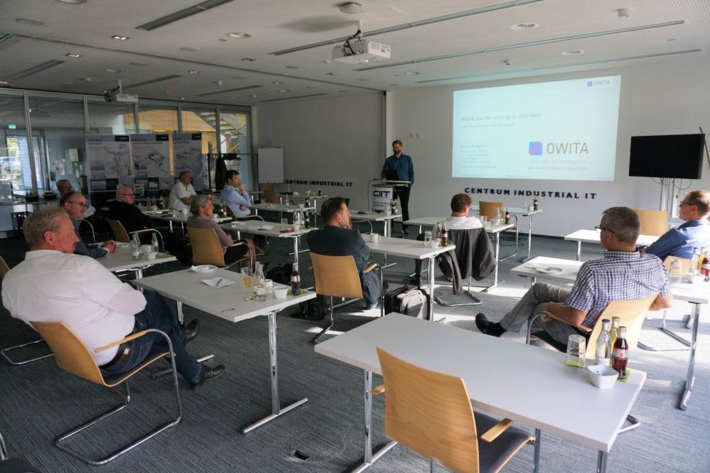 Konferenzraum mit den Teilnehmern