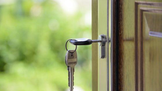 Schlüssel steckt in Haustür